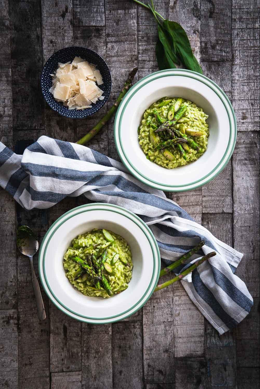 Saisonales Gemüse grüner Spargel